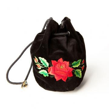Haftowana torebka woreczek z czerwoną różą