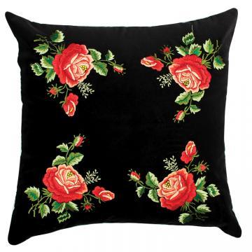 Czarna poduszka z haftem łowickim 45x45 cm - czerwone róże