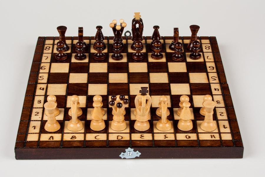 Zabawy dla dzieci - tradycyjne drewniane szachy