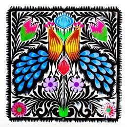 Rękodzieło ludowe - wycinanka ludowa z kolorowym wzorem łowickich pawi z niebieskimi ogonami