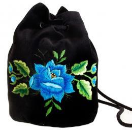 Haftowana torebka woreczek z niebieską różą