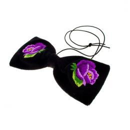 Muszka z haftowaną fioletową różyczką - rękodzieło ludowe