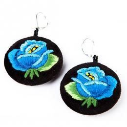 Haftowane kolczyki ludowe z niebieską różą