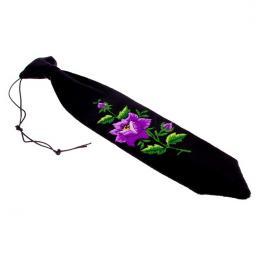 Haftowany krawacik dziecięcy z fioletową różyczką - rękodzieło ludowe