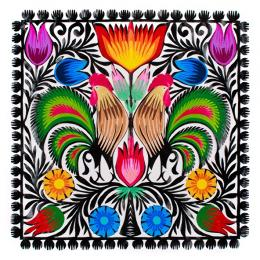 Rękodzieło ludowe - wycinanka z wzorem dwóch kogutów z trójkolorowymi ogonami