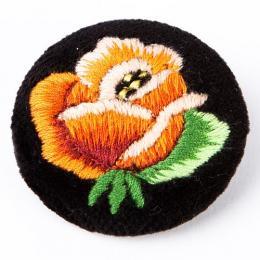 Haftowana broszka z pomarańczową różą