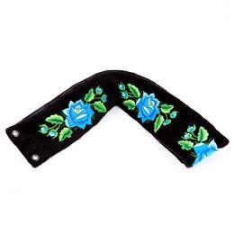 Pasek z haftowanymi niebieskimi różami łowickimi