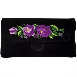 Czarna kopertówka z haftowanymi fioletowymi różami