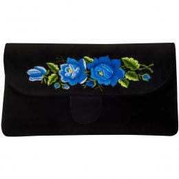 Czarna kopertówka z haftowanymi niebieskimi różami