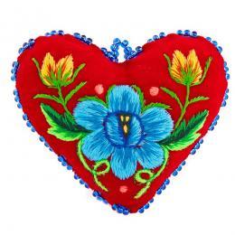 Serduszko na igły z haftowanym niebieskim kwiatkiem