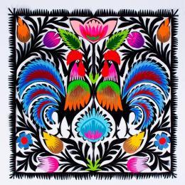 Wycinanka z wzorem kogutów z kolorowymi ogonami - motyw ludowy