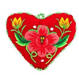 Serduszko na igły z haftowanym różowym kwiatkiem