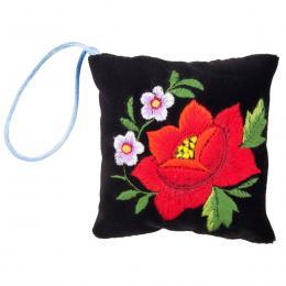 Mini poduszeczka na igły z haftem łowickim - czarna z czerwoną różą