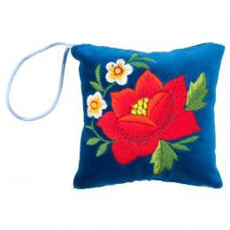 Mini poduszeczka na igły z haftem łowickim - niebieska z czerwoną różą
