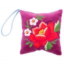 Mini poduszeczka na igły z haftem łowickim - śliwkowa z czerwoną różą