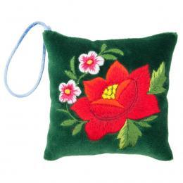 Mini poduszeczka na igły z haftem łowickim - zielona z czerwoną różą