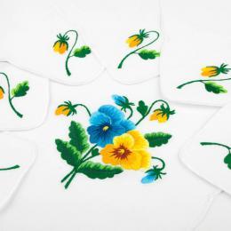 Ręcznie haftowany komplet – bieżnik 48 x 108 cm + 6 serwetek | żółte i niebieskie bratki